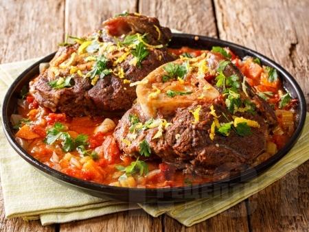 Осо буко – бавно печен телешки джолан с бекон и зеленчуци на фурна - снимка на рецептата